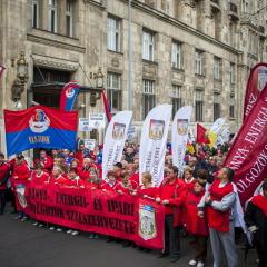 """""""Azt se tudják, mi a bánya"""" – tüntetés az NGM előtt"""