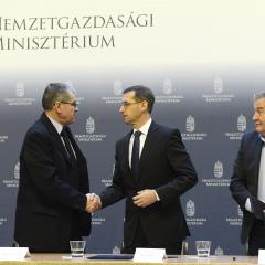 Megállapodtak: 105 ezer forint lesz a minimálbér